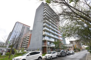 02 180 York St #405 - Bueatiful Singles Condo in the Byward Market - Street Parking (Large)