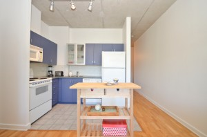 11 180 York St #405 - Bueatiful Singles Condo in the Byward Market - Kitchen