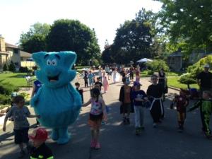 Glabar Park kids parade through the street at the 2014 StrathBash #GlabarLifeStyle