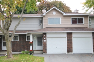 01 - 22 Esterlawn Private - Townhome by Carlingwood _ Fairlawn - Front View